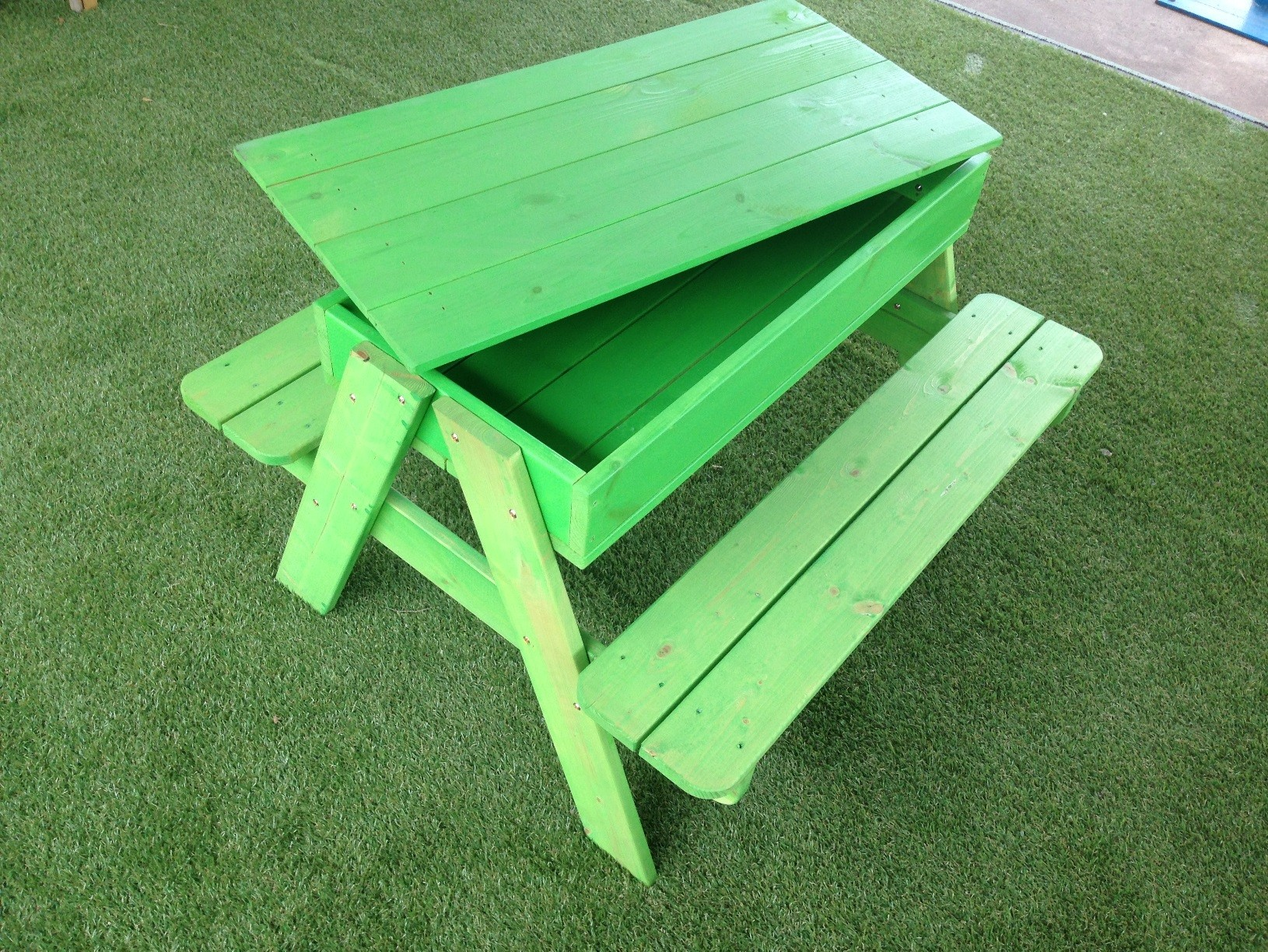 Childs Picnic Table green + Sandbox