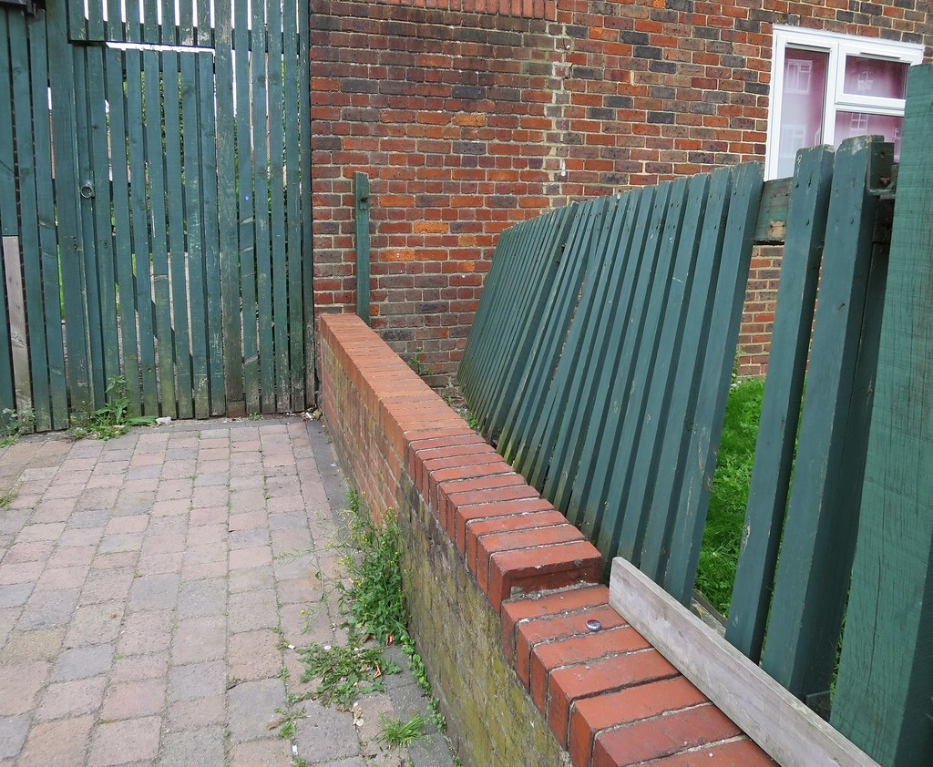 Leaning Fencing